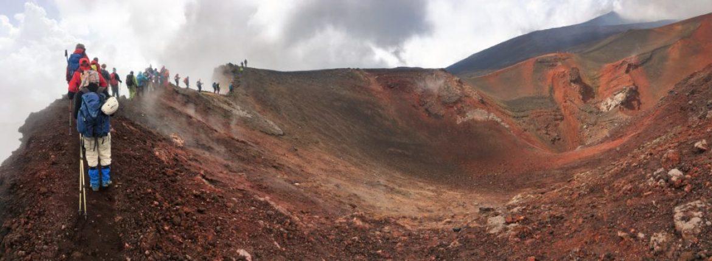 Etna, quattro passi sui crateri